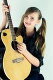 Flicka med gitarren Arkivfoto