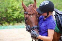 Flicka med hästen Royaltyfri Foto