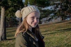 Flicka med hatten Fotografering för Bildbyråer