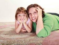 Flicka med henne Mom Royaltyfria Bilder