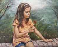 Flicka med hennes lilla blomma Arkivfoton