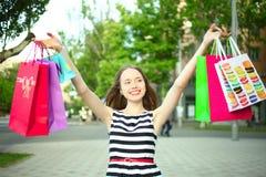 Flicka med köp Arkivbild