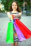 Flicka med köp Royaltyfri Foto