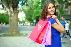 Flicka med köp Arkivbilder