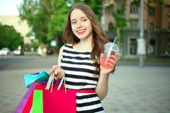 Flicka med köp Arkivfoton