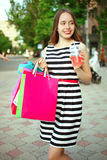 Flicka med köp Fotografering för Bildbyråer