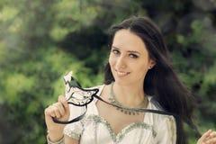 Flicka med karnevalmaskeringen Royaltyfri Foto
