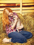 Flicka med katten Royaltyfria Foton