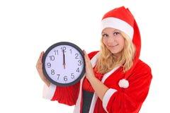 Flicka med klockan för santa hattholding Arkivfoto