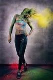 Flicka med kulört pulver Fotografering för Bildbyråer