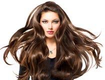 Flicka med långt blåsa hår Arkivbild