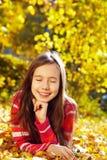 Flicka med Leaves royaltyfri fotografi