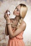 Flicka med leksaken för easter kanin Fotografering för Bildbyråer