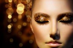 Flicka med leopardmakeup Arkivfoto