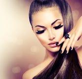 Flicka med långt sunt brunt hår Royaltyfri Foto