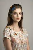 Flicka med älskvärda färgrika fjärilar Fotografering för Bildbyråer