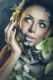 Flicka med makeup för allhelgonaafton skrämma Arkivbilder
