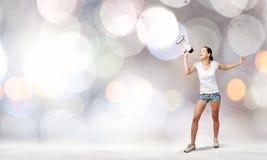 Flicka med megafonen Royaltyfri Bild
