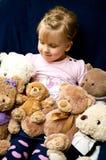 Flicka med nallebjörnar Arkivfoton