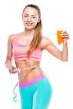 Flicka med ny orange fruktsaft och cm som isoleras på vit Fotografering för Bildbyråer