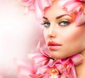 Flicka med orchiden Arkivfoto
