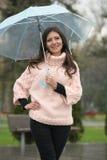 Flicka med paraplyet Arkivfoton