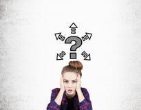 Flicka med pilar och frågefläcken Arkivbild