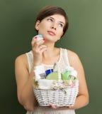 Flicka med produkter för hudomsorg Royaltyfri Fotografi