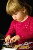 Flicka med pussel Fotografering för Bildbyråer