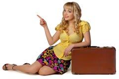 Flicka med resväska Royaltyfri Fotografi