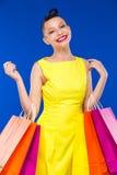 Flicka med shopping 免版税库存图片