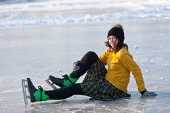 Flicka med skridskor. royaltyfria foton
