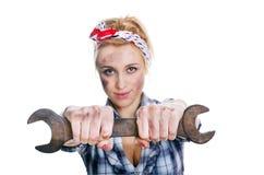 Flicka med skruvnyckeln Fotografering för Bildbyråer