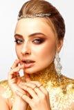 Flicka med smink Flicka med dyra smycken Royaltyfri Bild