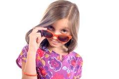 Flicka med solglasögon arkivfoto
