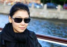 Flicka med solglasögon Royaltyfria Bilder