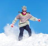 Flicka i snowen Royaltyfri Foto