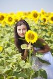 Flicka med solrosen Royaltyfria Foton