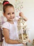 Flicka med stearinljuset Arkivbild
