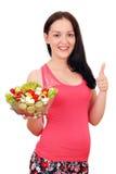 Flicka med sund sallad och tummen upp Royaltyfri Fotografi