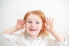 Flicka med tand- karies arkivbild