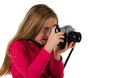 Flicka med tappningkameran som isoleras på vit Arkivbild