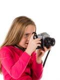 Flicka med tappningkameran som isoleras på vit bakgrund Arkivfoton
