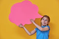Flicka med tecknad filmtanke Arkivfoto