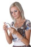 Flicka med telefonen Royaltyfri Bild