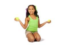Flicka med tennisbollar Fotografering för Bildbyråer