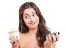 Flicka med två cakes Royaltyfria Bilder
