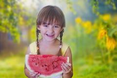 Flicka med vattenmelonen Royaltyfri Foto