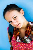 flicka nära väggen Fotografering för Bildbyråer