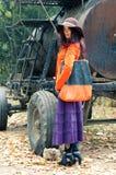 flicka nära behållare Royaltyfria Foton